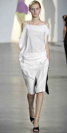 Phillip Lim Phillip Lim is fast becoming one of my favourite designers. The culottes are reversible! Culotte Shorts, How To Slim Down, 3.1 Phillip Lim, Summer Looks, Front Row, Spring Fashion, Peplum Dress, Ready To Wear, White Dress