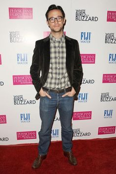 Pin for Later: Can't-Miss Celebrity Pics! Joseph Gordon-Levitt embraced Fall with a plaid shirt at the premiere of White Bird in a Blizzard in LA on Tuesday. Celebrity Pictures, Celebrity Style, James Dean Photos, Fraggle Rock, Zard, Joseph Gordon Levitt, Red Carpet Fashion, Beautiful People, Bomber Jacket