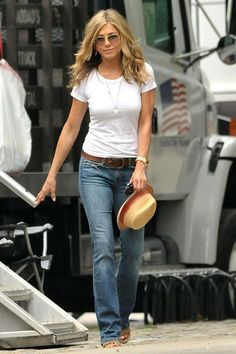 With perfectly flattering boot-cut jeans and the quintessential white tee, Jenni...