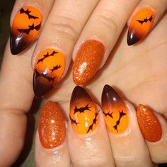 Halloween is right around the corner and style your nails is a better way to accompany your Halloween costume. Halloween is a time that full of creative Crazy Nail Art, Crazy Nails, Fun Nails, Halloween Nail Designs, Halloween Nail Art, Halloween 2018, Easy Halloween, Halloween Party, Halloween Couples