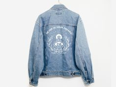◊ Girl Gang Vintage Denim Jacket ◊ ▫ As a one of a kind vintage item, product will vary from what is pictured and may show typical signs of wear such as minor rips, authenticating it's age and vintage Vintage Jeans, Vintage Jacket, Blue Jeans, Denim Jeans Men, Blue Denim, Estilo Hippie, Wedding Jacket, Girl Gang, Jean Outfits