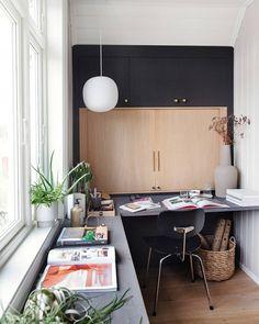 """BoligLiv on Instagram: """"H J EM M E K O N T O R E T kom pludselig i centrum i 2020, og mange af os arbejder fortsat hjemmefra i det nye år. . På dette skønne…"""" Conference Room, Furniture, Home Decor, Instagram, Desk, Decoration Home, Room Decor, Home Furnishings, Home Interior Design"""