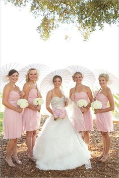 Short pink dresses for the bridesmaids while the bride gets a bouquet that matches the girls' dress - such an adorable photo #wedding #weddingdress #dress #gardenparty #bridesmaids