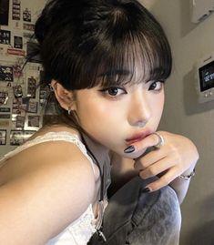 Uzzlang Girl, Girl Face, Estilo Beatnik, Korean Girl, Asian Girl, Asian Makeup, Aesthetic Girl, Hair Looks, Emo Girls