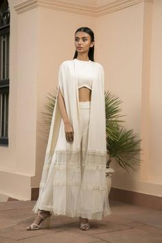 Inspiring Latest Indian Designer Wear so Beautiful - fashion thisday Indian Wedding Outfits, Indian Outfits, Indian Designer Outfits, Designer Dresses, Sari Blouse Designs, Star Wars, Lakme Fashion Week, Indian Bridal, Indian Dresses