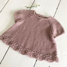 Sizes: months) 6 months year) 2 years years) 6 years years) Complete length: 28 36 45 cm Half chest circumference: 24 29 35 cm Sleeve length: 12 18 23 cm Amount of yarn Sleeve: 100 150 200 g Amount of yarn Short Slee Knitting Short Rows, Knitting For Kids, Baby Knitting Patterns, Baby Patterns, Crochet Girls, Crochet Baby Shoes, Knit Crochet, Knitted Baby Cardigan, Knitted Baby Clothes