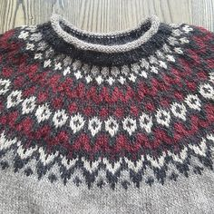 Ravelry: Project Gallery for Riddari pattern by Védís Jónsdóttir Knitting Wool, Knitting Stitches, Hand Knitting, Fair Isle Knitting Patterns, Knit Patterns, Yarn Projects, Knitting Projects, Icelandic Sweaters, Hand Knitted Sweaters