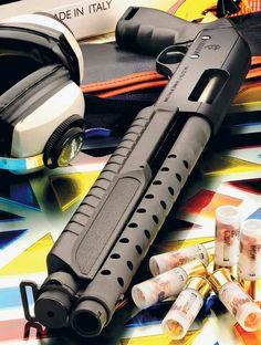 The Door Knocker - Fabarm SDSS Martial Ultrashort - gauge. Self Defense Weapons, Weapons Guns, Guns And Ammo, Tactical Shotgun, Tactical Gear, Rifles, Shotguns, Firearms, Combat Shotgun