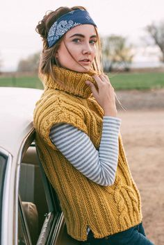 The Goldsmobile Top from Interweave Knits Fall 2017 was inspired by a flexible, laid-back approach to dressing for fall. This chunky cabled top is designed to work equally well over a turtleneck or a well-loved plaid flannel shirt. There is no shaping in the body, and the armholes are sized to accommodate layering. A stretchy cast-on and bind-off for the body and neck ensure that the hem and turtleneck have sufficient stretch. Make one for yourself today!