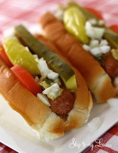 How to make Chicago style hot dogs. Great dinner idea! #recipe  www.skiptomylou.org