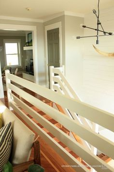 Sleek Stair Railing - Home Decor Diy Cheap Wood Railings For Stairs, Loft Railing, Diy Stair Railing, Interior Railings, Loft Stairs, Railing Design, Basement Stairs, Interior Stairs, Staircase Design