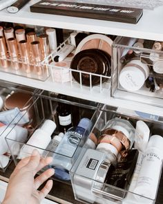 6 Beauty and Skincare Product Organization Tips to Streamline Your Routine # Skin Care organization bedroom 6 Beauty and Skincare Product Organization Tips To Streamline Your Routine — THE GLOSSARRAY Organisation Hacks, Hair Product Organization, Care Organization, Bathroom Organisation, Makeup Vanity Organization, Makeup Drawer, Rangement Makeup, Looks Instagram, Makeup Collection Storage