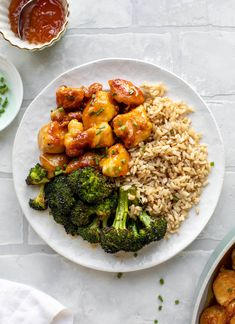 This sticky apricot chicken is so juicy and delicious! The chicken is seared and glazed with a jammy apricot sauce. Serve with broccoli and rice! Broccoli Rice, Chicken Broccoli, Apricot Chicken, Cooking Recipes, Healthy Recipes, Best Chicken Recipes, Dinner Menu, Dinner Ideas, Asian