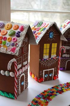 You may not even need to spend any money when making these Scraptastic Milk Carton Gingerbread Houses. These DIY Christmas decorations are phenomenal stash and scrap busters. Use old containers to make these recycled crafts. Milk Carton Crafts, Carton Diy, Christmas Crafts For Kids, Christmas Fun, Holiday Crafts, Whimsical Christmas, Italian Christmas, Holiday Decorations, Recycled Christmas Decorations