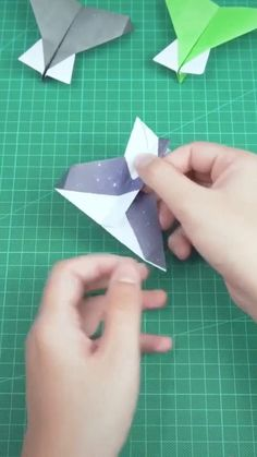 Paper Crafts Origami, Paper Crafts For Kids, Diy Crafts For Kids Easy, Diy And Crafts, Plane Crafts, Instruções Origami, Origami Tutorial, Paper Art, Diy Projects