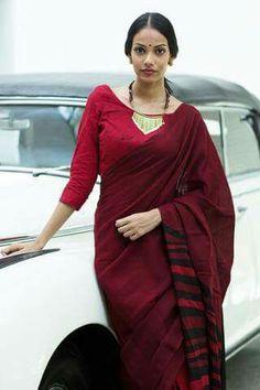 Dress color for dark indian skin tone Dress color for dark indian skin tone Lace Saree, Saree Dress, Cotton Saree, Sari Blouse, Simple Sarees, Trendy Sarees, Indian Attire, Indian Outfits, Indian Wear