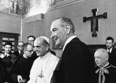 President Lyndon B. Johnson at the Vatican with Pope Paul VI 1967 Pope John, Pope Francis, American Presidents, Us Presidents, Reagan Library, Pope Benedict Xvi, President Ronald Reagan, Life Pictures, Us History