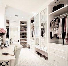 16 Dream Walk-In Closet Designs for Organized Home Walk In Closet Design, Bedroom Closet Design, Master Bedroom Closet, Closet Designs, Bedroom Storage, Closet Walk-in, Dressing Room Closet, Dressing Room Design, Closet Ideas