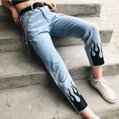 Flame Printed Blue High Waisted Jeans Skinny Vintage Ripped Ladies Jeans High Wasit Ripped Source by art High Waist Outfit, High Waist Jeans, High Jeans, Painted Jeans, Painted Clothes, Denim Paint, Jeans Drawing, Diy Fashion, Fashion Outfits