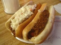 Hot Dog Tour of West Virginia. West Virginia hot dogs usually have chili, slaw, mustard and onions. Hot Dog Recipes, Chili Recipes, Sauce Recipes, Skinny Recipes, Sandwich Recipes, Homemade Hot Dogs, Homemade Chili, West Virginia Hot Dog Chili Recipe, Can Dogs Eat Tomatoes