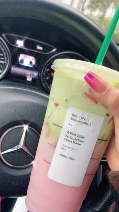 Starbucks Specialty Drinks, Cold Starbucks Drinks, Bebidas Do Starbucks, Starbucks Hacks, Starbucks Secret Menu Drinks, Coffee Drink Recipes, Frozen Coffee Drinks, How To Order Starbucks, Pink Drinks