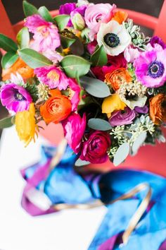 The brighter the better! How amazing is this pretty arrangement for a hot summer wedding?! - via  Stephanie Yonce Photography