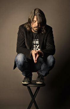 Dave Grohl, front man and songwriter of Foo Fighters, and former drummer of historic Grunge trio Nirvana. Music Love, Music Is Life, My Music, Indie Music, Soul Music, Foo Fighters Dave Grohl, Grunge, Foto Casual, We Will Rock You