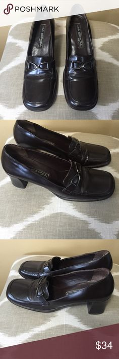 "Via Spiga Brown Leather Loafer Pumps Size 8N Via Spiga Brown Leather Loafer Pumps Size 8N With 2.25"" Heels. Via Spiga Shoes Flats & Loafers"