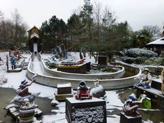 The LEGOLAND Windsor Resort has woken up a beautiful dusting of snow
