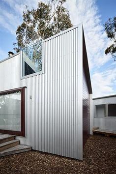 Gallery of Turners Beach House by Nigel Eberhardt Architecture / TLP House Cladding, Metal Cladding, Grand Designs Australia, In Law House, Building Exterior, Commercial Architecture, Prefab Homes, Will Turner, Exterior Design