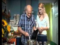 El Ipad del abuelo, 1´7 millones de visitas en la red. Sketch de un programa de la TV alemana, donde el anciano le da otras utilidades.  //  L´Ipad de l´avi, 1´7 milions de visites a la xarxa. Sketch d´un programa de la TV alemanya, on l´avi li dóna altres utilitats.