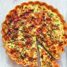Perfect for a light lunch or to pop in a picnic, Mary Berry's recipe for Leek and Stilton Quiche, as seen on her BBC 1 series, Classic, pairs sweet leek with bold stilton. Quiche Recipes, Veggie Recipes, Vegetarian Recipes, Cooking Recipes, Vegetarian Quiche, Leek Recipes, Recipe For Quiches, Terrine Recipes, Veggie Quiche