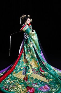Kimono Design by Guo Pei. A Japanese traditional garment Kimono are wrapped around the body, always with the left side over the right (except when dressing the dead for burial. Yukata, Furisode Kimono, Japanese Beauty, Japanese Fashion, Asian Fashion, Asian Beauty, Chinese Fashion, Japanese Outfits, Chinese Style