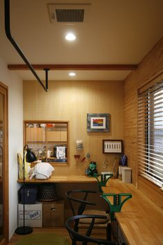 I like the industrial rafter: hang gear or deer antlers. Studio Desk, Office Nook, Room Interior, Kitchen Interior, Garden Office, Diy Desk, Study Rooms, Small Office, Small Rooms