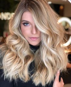 What Is Balayage - The Difference Between Balayage and Ombre (Definitive Guide) - The Trending Hairstyle Baby Blonde Hair, Blonde Hair Looks, Balayage Hair Blonde, Pale Skin Blonde Hair, Beautiful Long Hair, Gorgeous Hair, Hair Color And Cut, Pretty Hairstyles, Dyed Hair