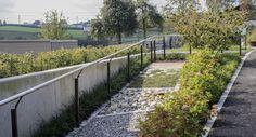 Demenzgarten Altersheim Sunnehof | Christen AG, Küssnacht am Rigi Christening, Sidewalk, Formal Gardens, Landscape Diagram, Seating Areas, Environment, Side Walkway, Sidewalks, Pavement