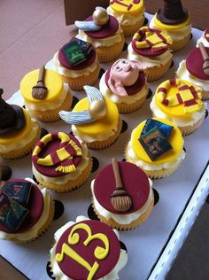 Love this #harrypotter cupcake toppers.