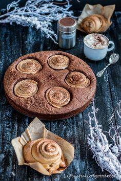 Cinnamon-Roll-Brownie-Cake und Zimtschnecken pur von @lifeisfullofgoodies