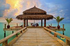 Magische Himmeltöne, Holzsteg, Palmen, Ozean. Perfekter Sommer! Und die Welt gehört mir allein!