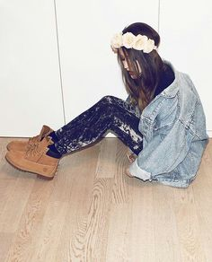 """I wear utility boots, that makes me """"grunge,"""" right? Do words have meaning? Omgsh, don't know, because I am a hipster!"""