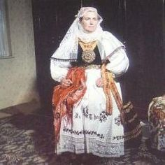 Siebenburgen Saxon folk costume #Siebenbürgen Stolzenburg-Slimnic-Hermannstädter Gegend-Das Alte Land-Siebenbürgen