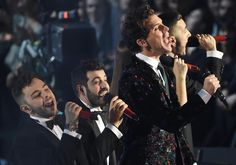 MIKA & The Finalist Singing Good Guys/ Happy Ending Medley. X Factor 8 Italy