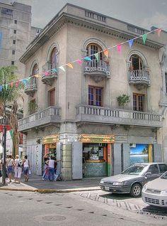 Bellas Artes, pasaba seguido para ir al Mercantil o a visitar a Genaro. Alguna vez quise comprar esa casa.