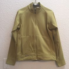 Salomon soft shell jacket Women's Salomon soft shell jacket in a size medium. Super cozy and in fabulous shape. No defects or issues that I can find. Salomon Jackets & Coats