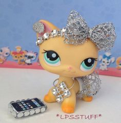 Lps diy clothes and accessories littlest pet shop custom skirt outfit cat not included boy Lps Littlest Pet Shop, Little Pet Shop Toys, Little Pets, Lps Clothes, Lps Popular, Custom Lps, Lps Accessories, Lps Cats, Graffiti
