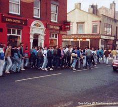 Retro Galleries – Old School Hooligan Pics Football Hooliganism, British Football, Football Casuals, Manchester United Football, School Football, Ultras Football, Liverpool Fc Wallpaper, Nostalgic Pictures, Sergio Tacchini
