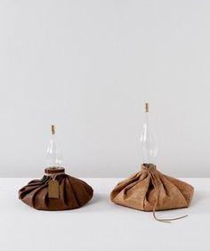 Craftica, Ice bags, 2012, verre, cuir, liège
