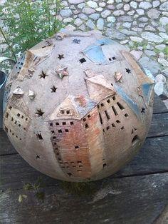 Kugel mit Häusern und Sternenhimmel