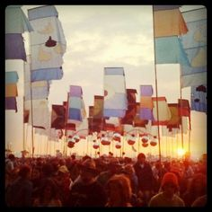Need to experience a Glastonbury festival ! Looks like so much fun !