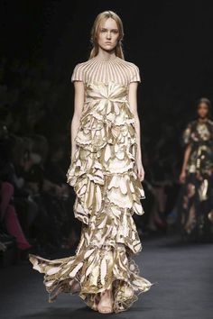 Valentino Ready To Wear Fall Winter 2015 Paris...Wow, love the fabric. Take these details & adjust to fit your style. Work with a seamstress to achieve that special look.